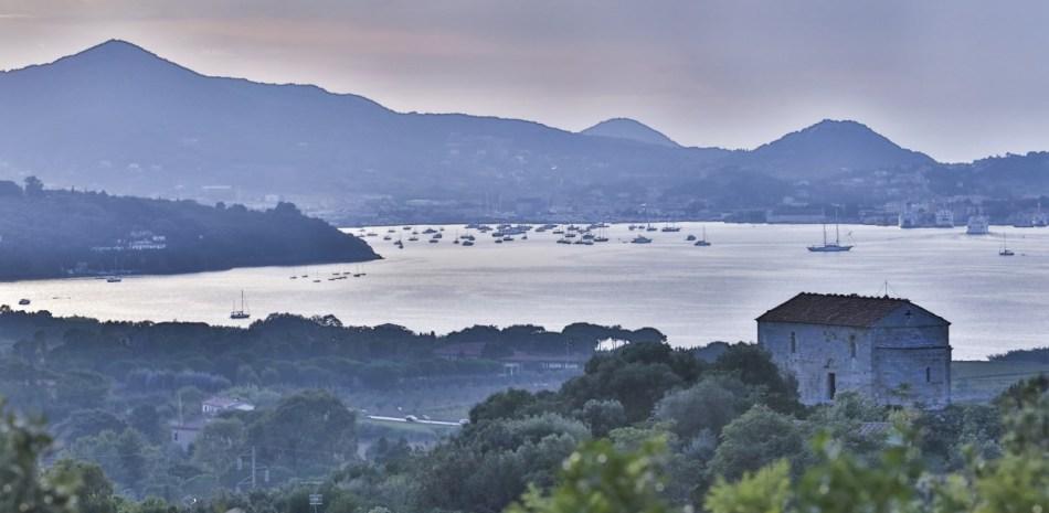 Vista del Golfo di Portoferraio e della chiesa di Santo Stefano